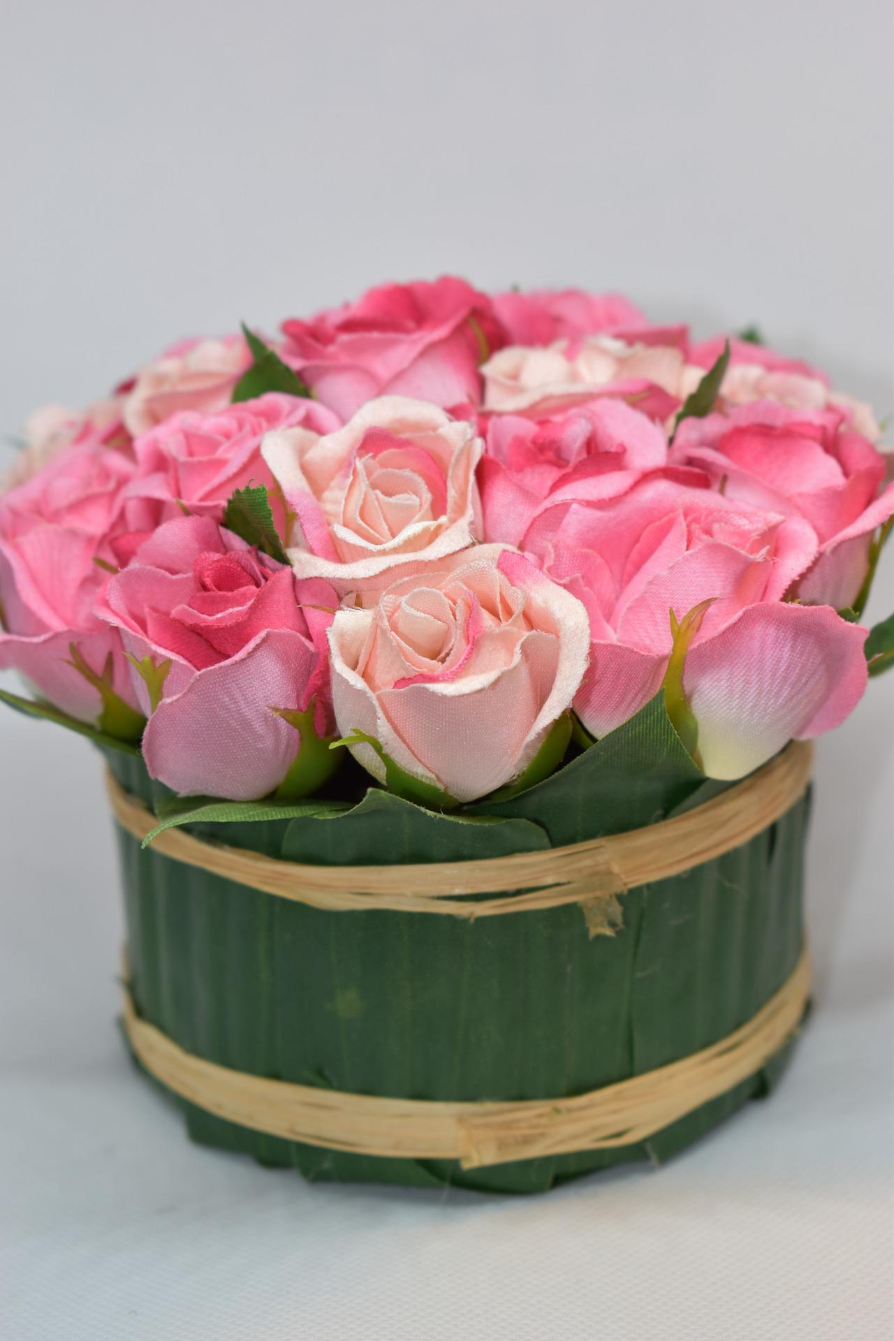 Sztuczne kwiaty - skąd je brać i czy warto się nimi interesować?