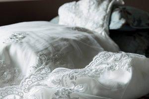 Wybór sukni ślubnej – czego unikać?